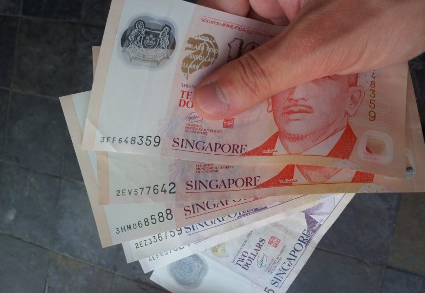 Factors to Consider When Looking For Money Lenders Singapore